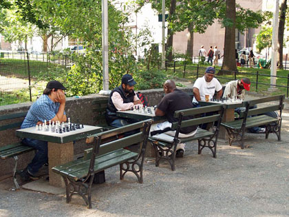 Chess pro challenges willing opponents