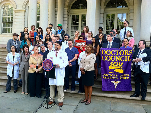 Health practitioners and city council members push for paid sick time