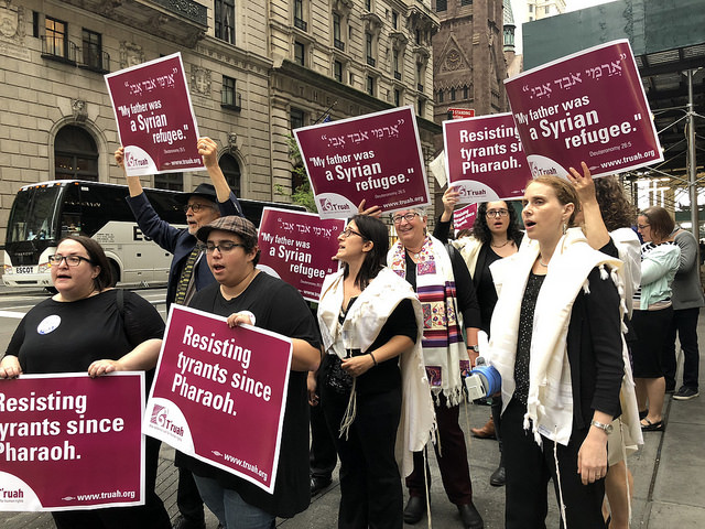 Rabbis Rally for Immigrants